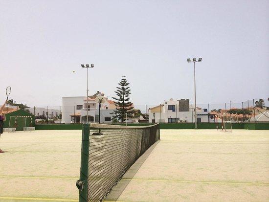 Aparthotel Brisamar: tennis area