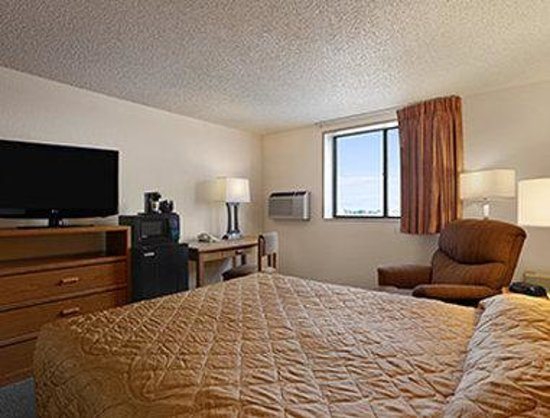 Super 8 Cheyenne WY: One Bed Guest Room