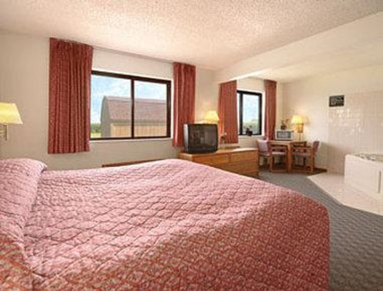 Super 8 Perry IA : Jacuzzi Suite