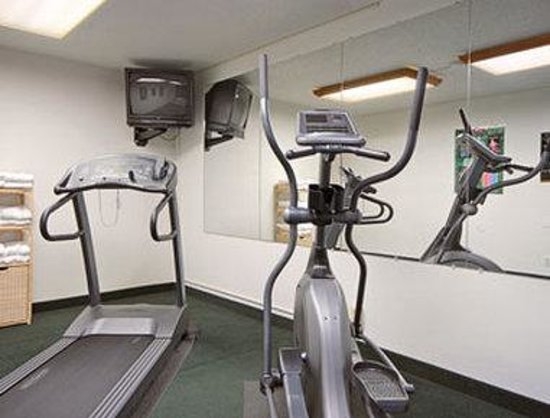Super 8 New Stanton: Fitness Center