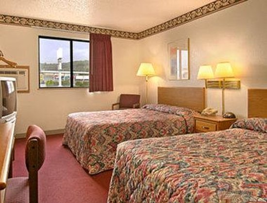 Super 8 Harrisonburg: Standard Two Double Bed Room