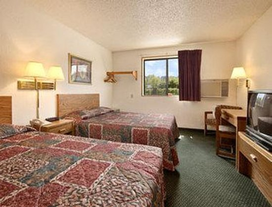 Super 8 Zanesville: Standard Two Double Bed Room