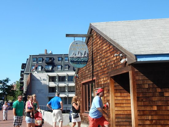 Boston Sail Loft Restaurant : Exterior