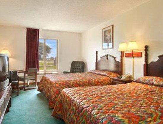 Super 8 Pekin/Peoria Area : Standard Two Double Bed Room
