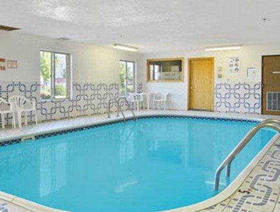 Super 8 Pekin/Peoria Area : Pool