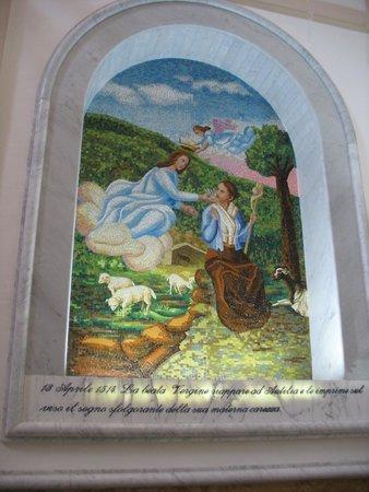 Liveri, Taliansko: Mosaico raffigurante l'Apparizione della Madonna a Autilia