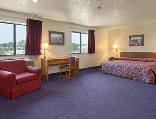 Super 8 Lexington Park/California Area: Suite