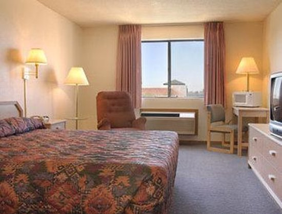 Super 8 Yuma: King Bed Room with MicroFridge