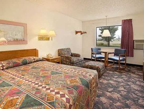 Super 8 Longmont/Twin Peaks: Standard Queen Bed Room