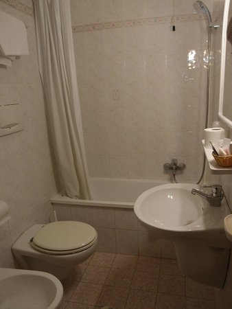 Hotel Contilia: Meidän huoneemme kylpyhuone.