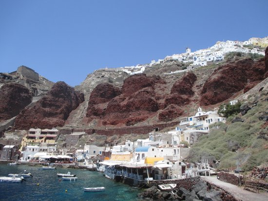 Amoudi Villas: Amoudi Villlas is the white building in the lower left with red trim. The town of Oia is on the