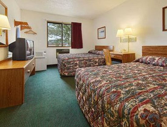 Super 8 Wyoming/Grand Rapids Area: Standard Two Queen Bed Room