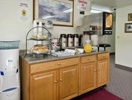 Super 8 Carson City: Breakfast Area