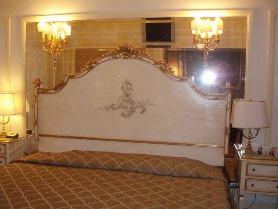Champagne Palace : habitaciòn
