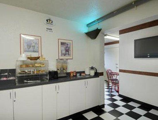 Super 8 Kenosha / Pleasant Prairie: Breakfast Area
