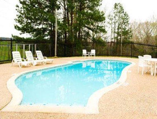 Motel 6 Livingston TX: Pool