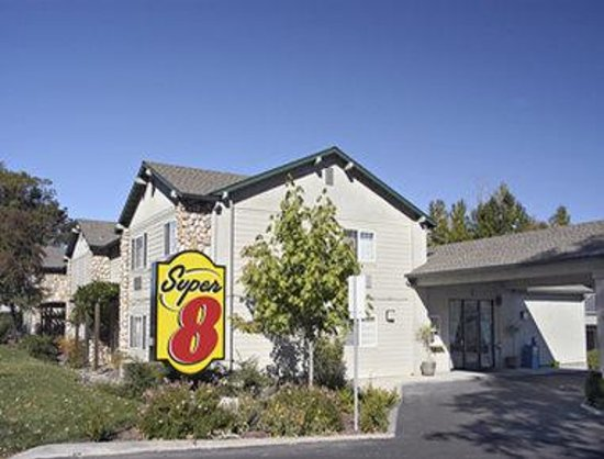 Welcome to the Super 8 Willits