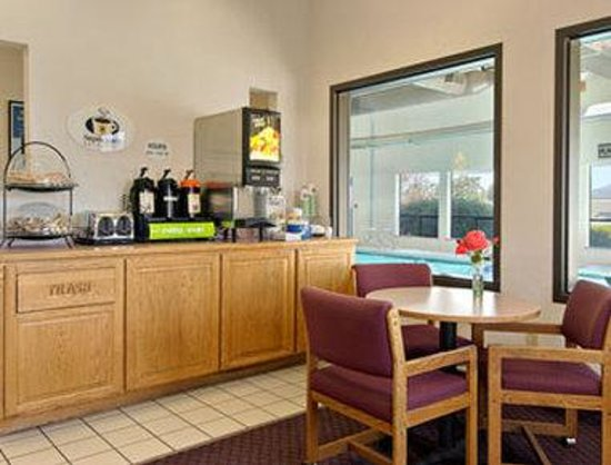 Super 8 Ashland: Breakfast Area