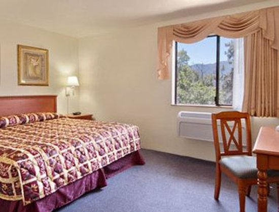 Super 8 Ashland: Suite with King Bed