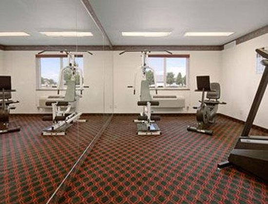 Super 8 Windsor: Fitness Center