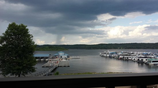 Fourwinds Lakeside Inn & Marina: sitting on the balcony and relaxing
