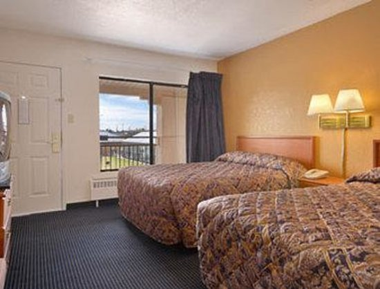 Super 8 Conference Center Nau/downtown: Standard Two Queen Bed Room