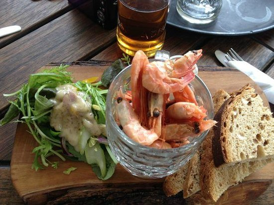 Dolphin Inn Restaurant: Pity about the prawns & bread