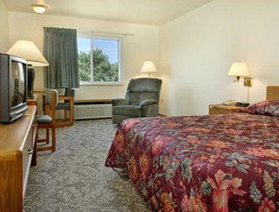 Super 8 Escanaba: Standard Queen Bed Room