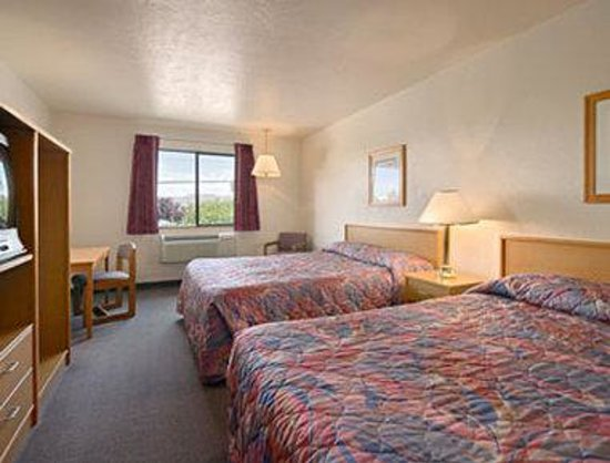 Super 8 Union Gap Yakima Area: Standard Two Queen Bed Room