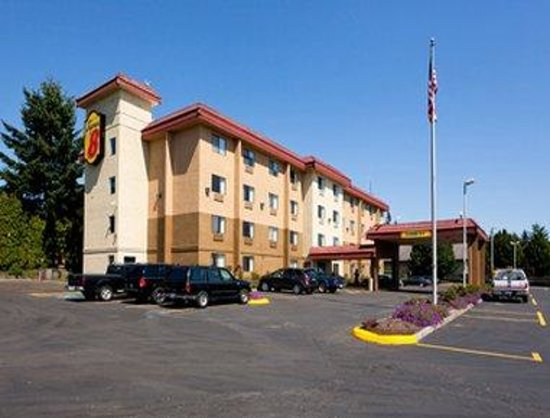 Motel 6: Welcome to the Super 8 Wilsonville