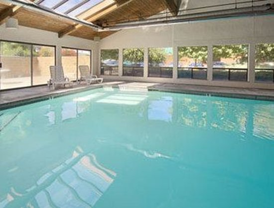 Super 8 Union Gap Yakima Area: Indoor Pool