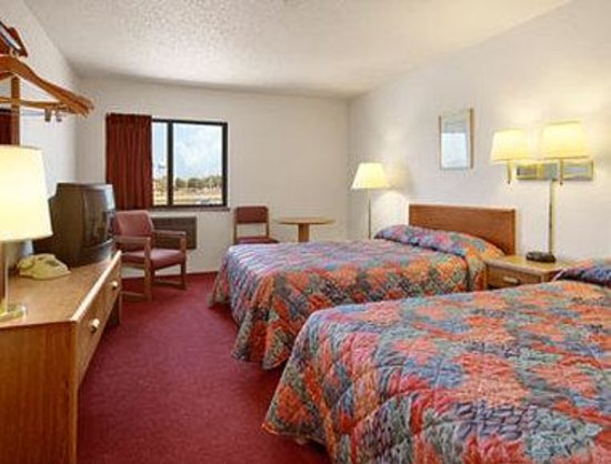 Super 8 Glencoe: Standard Two Double Bed Room