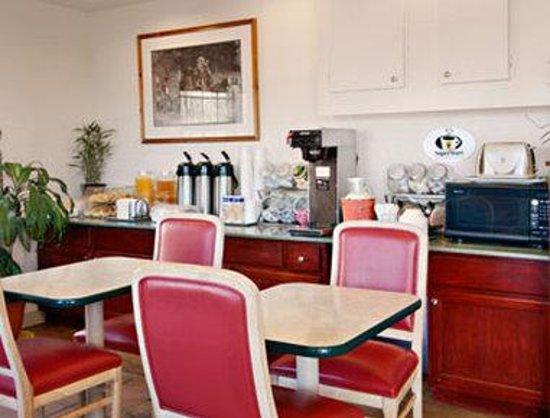 Super 8 Colorado Springs/AFA Area: Breakfast Area