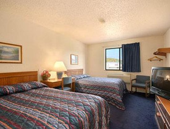 Super 8 Delmont: Standard Two Double Bed Room