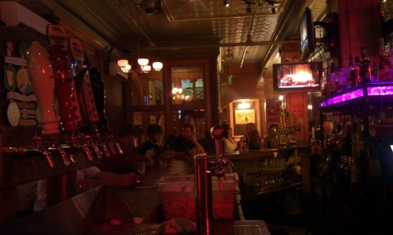 Wynkoop Brewing Company : Main floor bar area