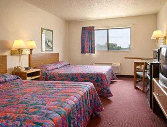 Super 8 Washington/Peoria Area : Standard Two Queen Bed Room