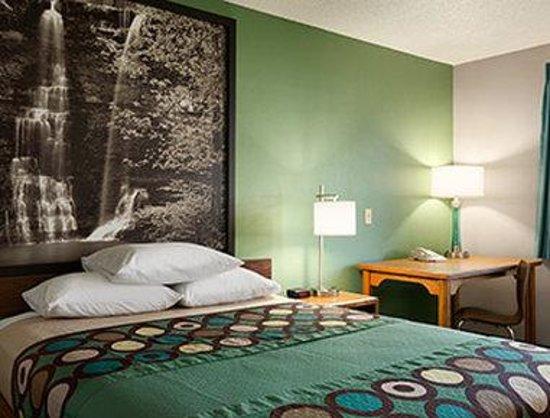 Super 8 Batesville: Standard Bedroom
