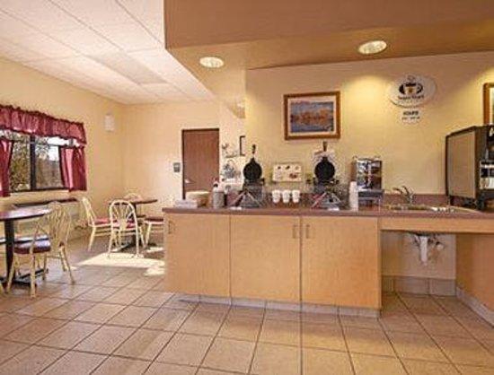 Super 8 Santa Rosa: Breakfast Area