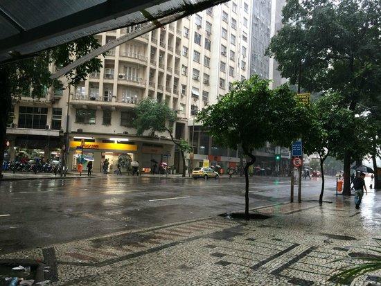 Center Hotel: Frente do Hotel. Vista para a avenida Rio Branco.