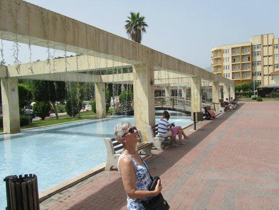 Kemer : centrale plein met fonteinen