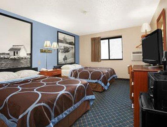 Super 8 Massena NY : Standard Two Double Bedroom With Micro/Fridge