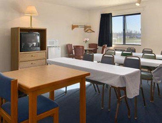 Super 8 Marshall: Meeting Room