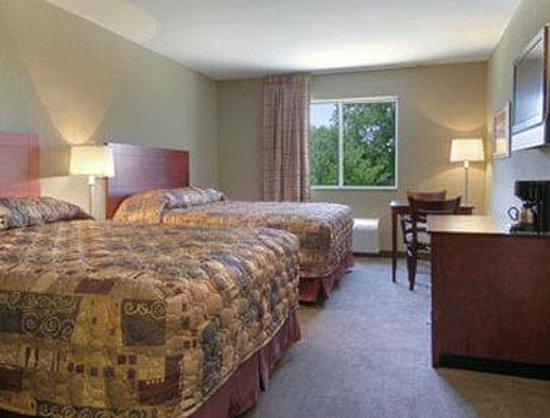 Super 8 Bonner Springs: Standard Two Double Bed Room