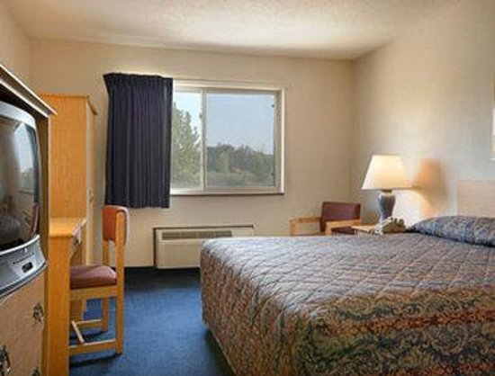 Super 8 Middletown: Standard King Bed Room