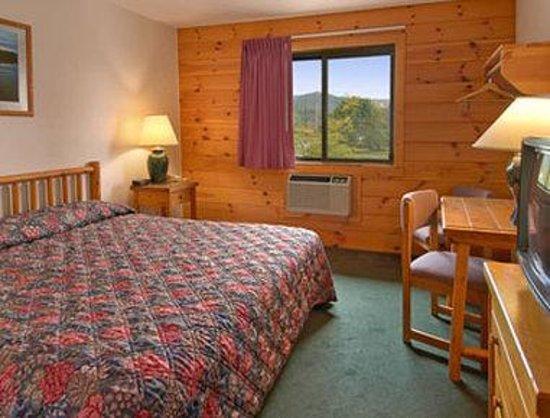 Super 8 Ticonderoga: Standard King Bed Room