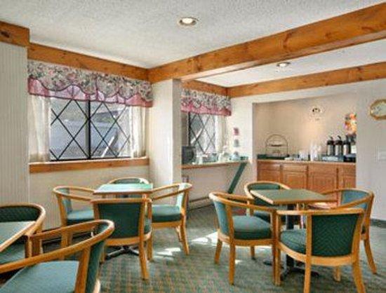 Super 8 Oneonta/Cooperstown: Breakfast Area