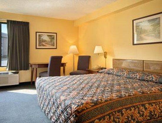 Days Inn Manassas/I-66: King Bed Room
