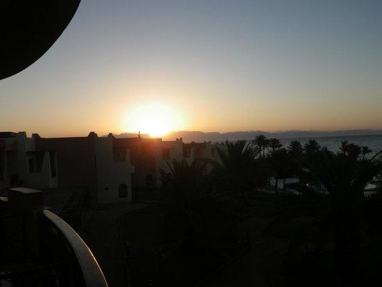 Tropitel Dahab Oasis: Sunrise from balcony