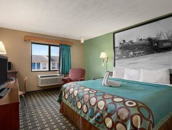 Super 8 Russellville: Second King Room