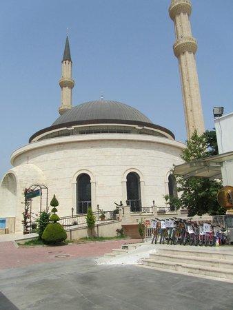 Kemer : nieuwe moskee van buitenaf